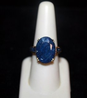 Beautiful Sapphires Gold Ring.