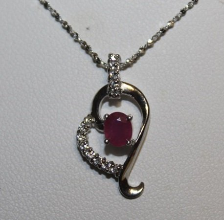 Beautiful Heart Diamonds & Ruby Pendant Neckalce.
