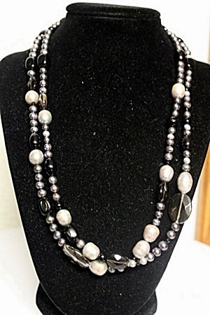 LADIES GORGEOUS BAROQUE PEARL NECKLACE