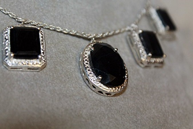 Beautiful Sapphires Silver Necklace. - 2