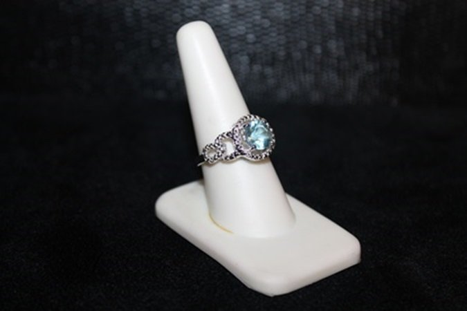 Beautiful Topaz & Diamond Ring. (300J)