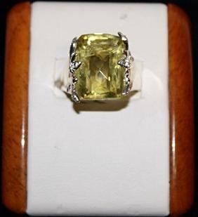 Lady's Beautiful Peridot with Diamond Chips Ring.