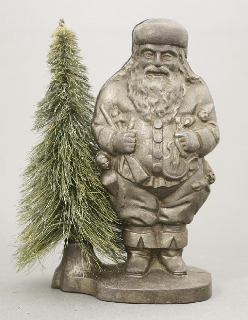 Santa with Removable Wire Tree