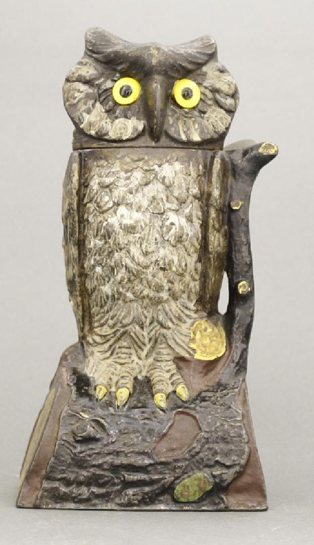 Owl Turns Head