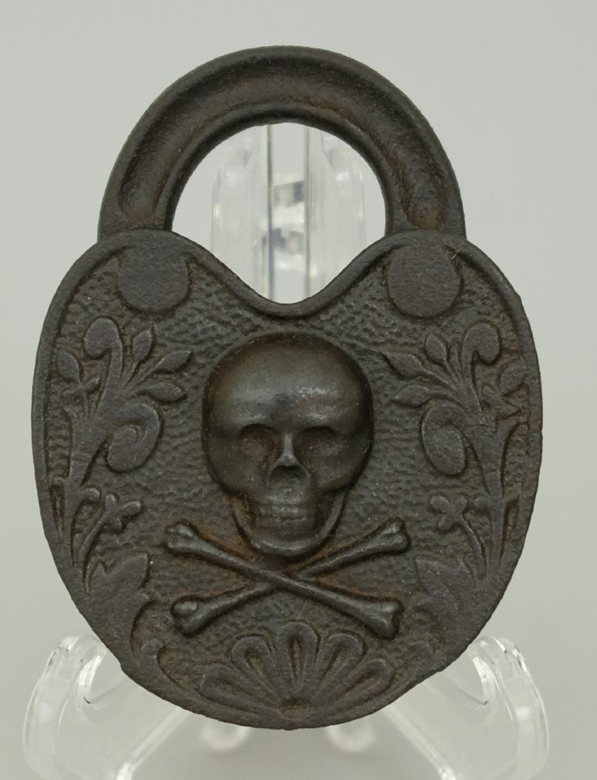 Skull & Crossbones Padlock