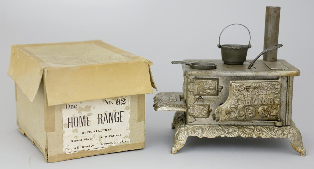 """""""Home"""" Stove with Box"""
