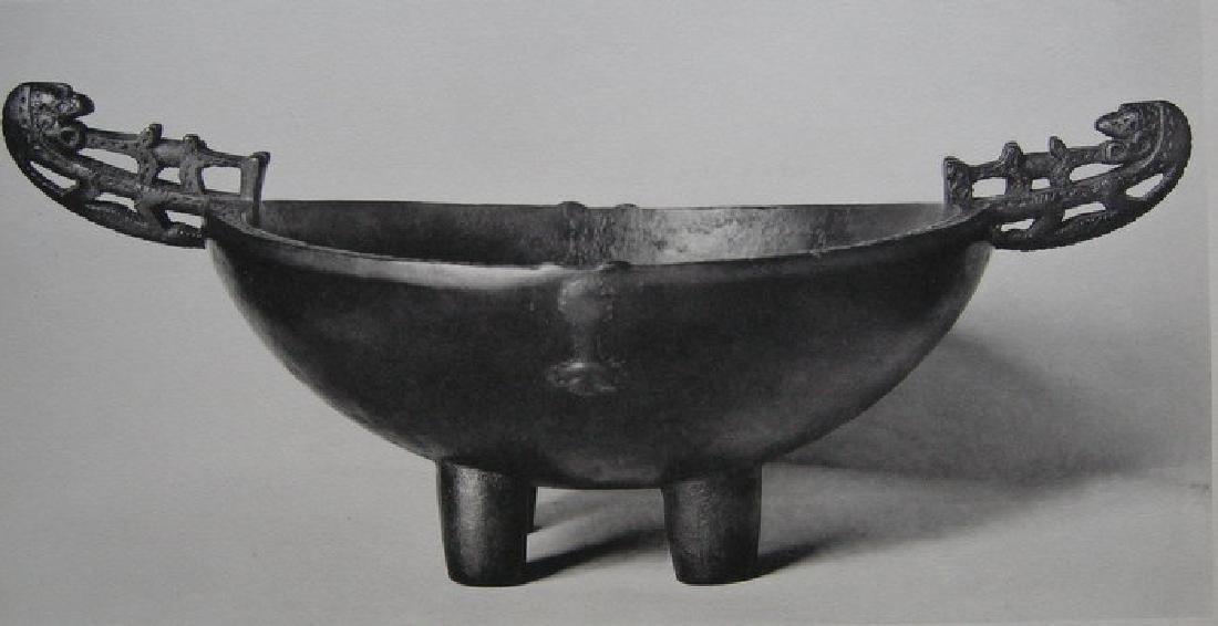 Coupe a nourriture (kiki), a deux anses sculptees et