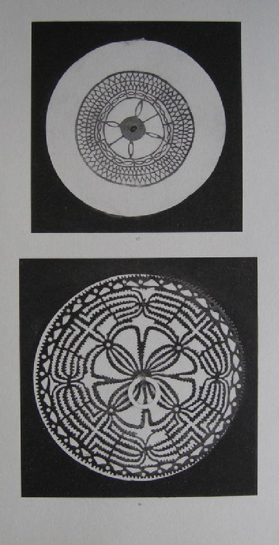 Pectoral en tridacne, orne d'une rondelle en ecaille