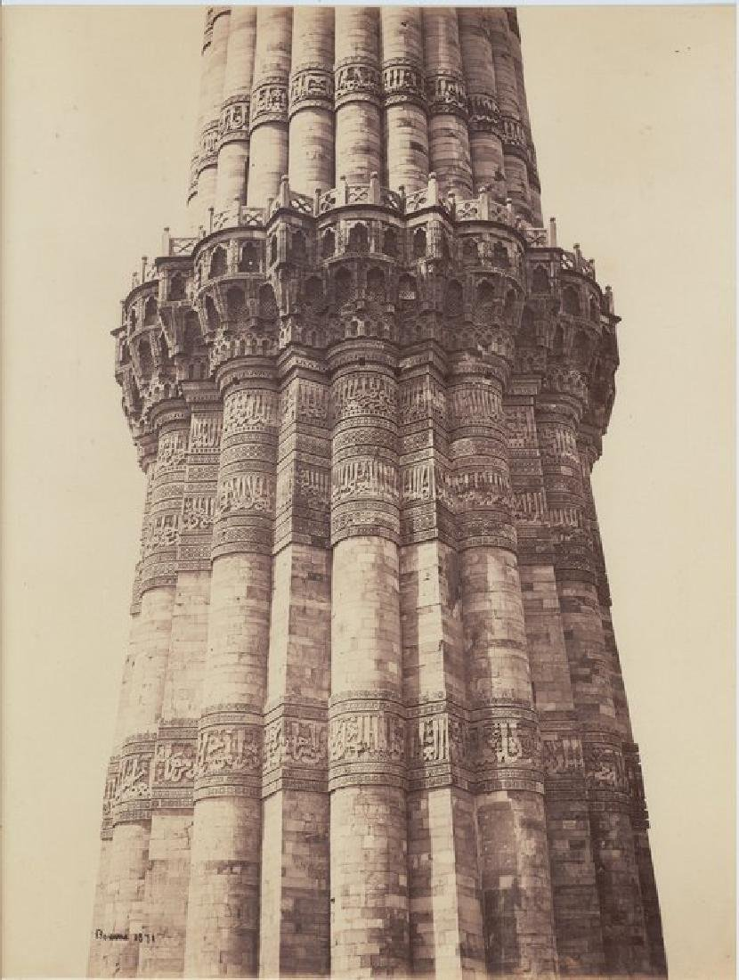 Delhi - The Kutub Minar, showing the Carving