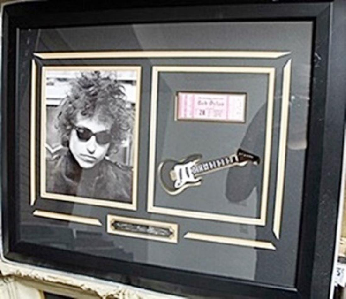 Signed Bob Dylan Photograph & Concert Ticket AR5753
