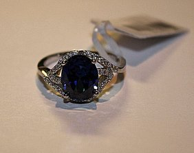 Beautiful Tanzanite & Diamond Ring