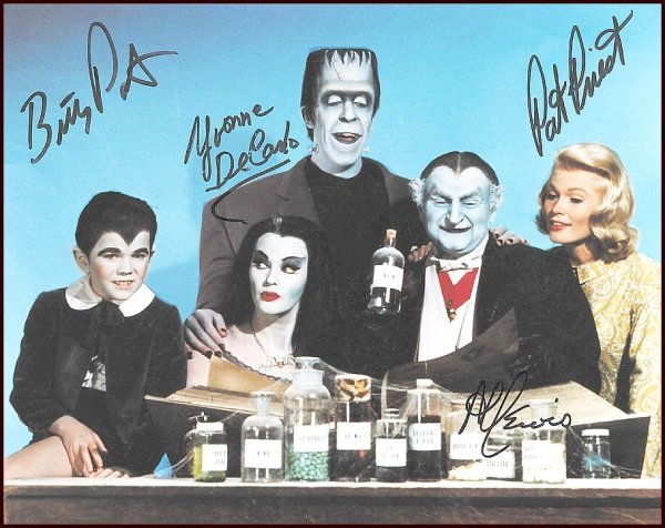 2784: Munsters Cast Signed Photo Patrick Lewis Autograp