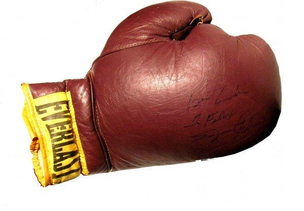 10: Sugar Ray Robinson Signed Boxing Glove PSA/DNA