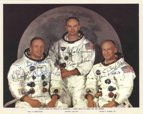 889: Apollo 11 Crew Signed Photo Neil Armstrong Aldrin