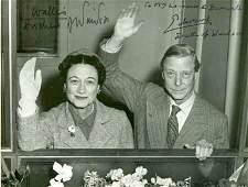 1018: Photo Signed Duke Duchess Windsor Rare Autograph