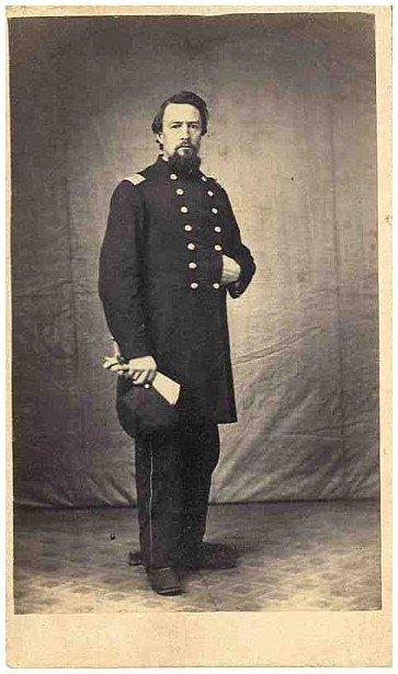 2109: Civil War CDV Union Officer Photograph Pic