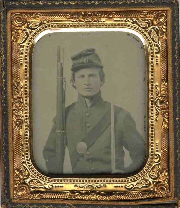 1778: Civil War Ambrotype Soldier Rifle Sword Picture P