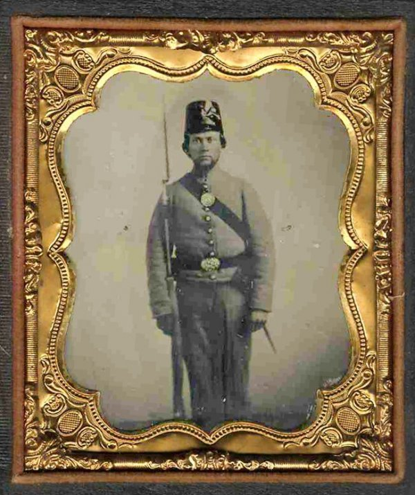 1786: Civil War Fourth-Plate Tintype Soldier Holds Rifl