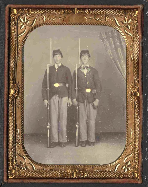 1813: Civil War Tintype Union Soldiers Bayonet Pic