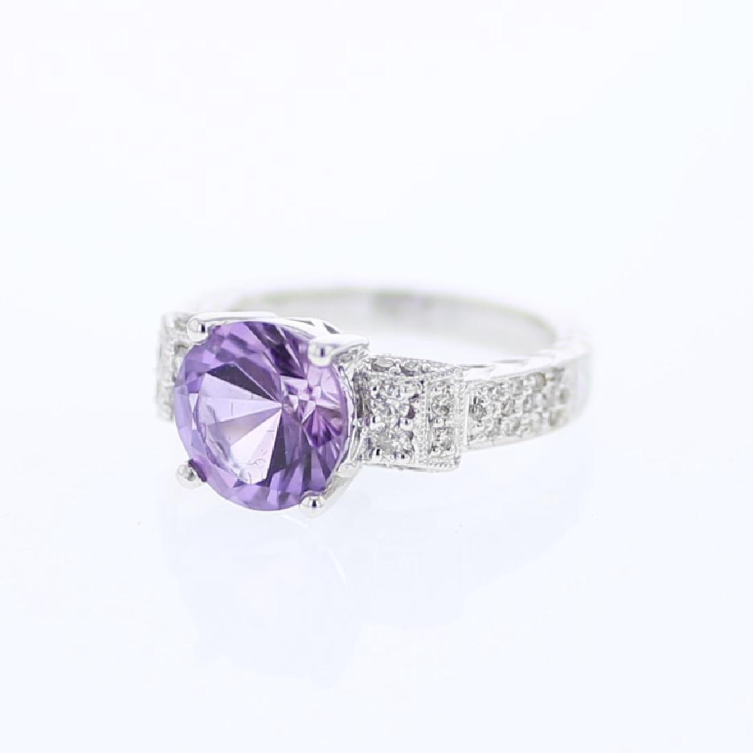 Round cut Amethyst w/ Prong-set Diamond Ring in 18K