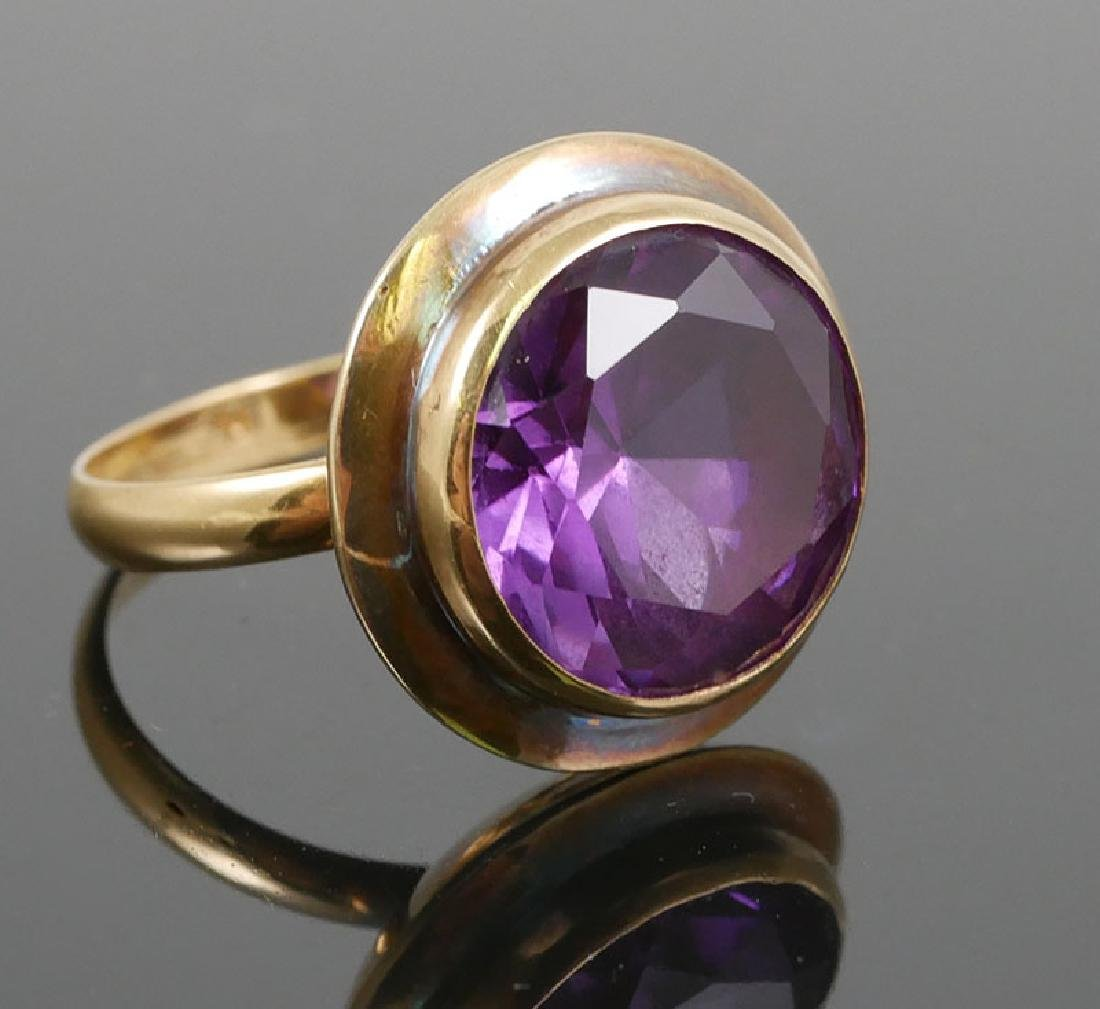 Vintage 18K Gold and Blue Round Sapphire