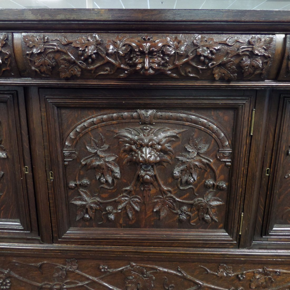 RJ HORNER Carved Grapes & Lions SIDEBOARD - 3