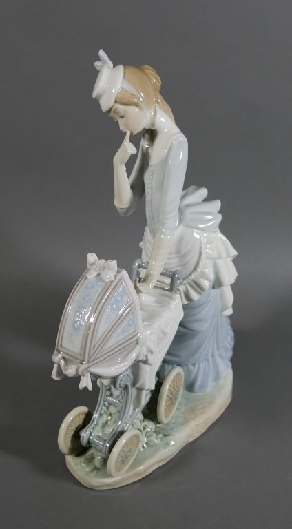 """LLADRO Baby's Outing 13"""" Retired Figurine - 3"""