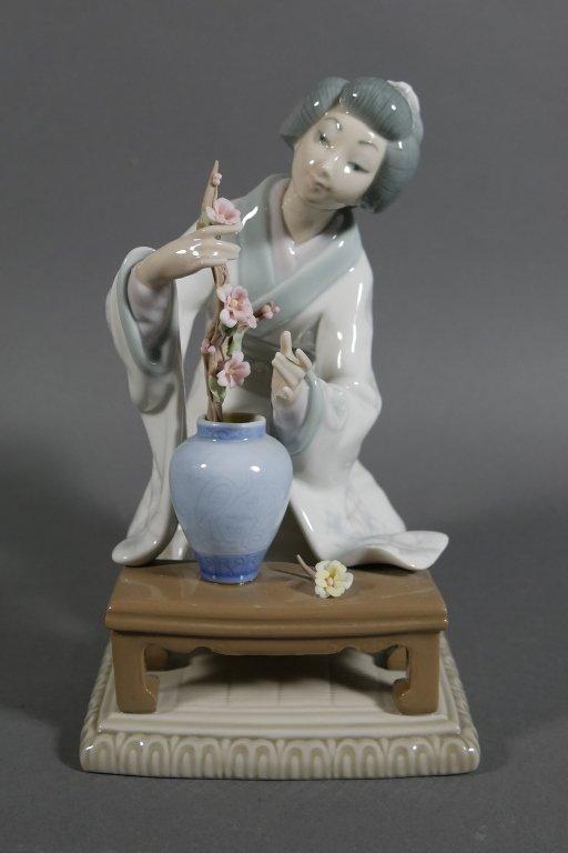 Lladro GEISHA Flower Arranger #4840 Figurine