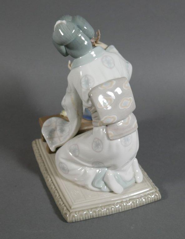 Lladro GEISHA Flower Arranger #4840 Figurine - 3