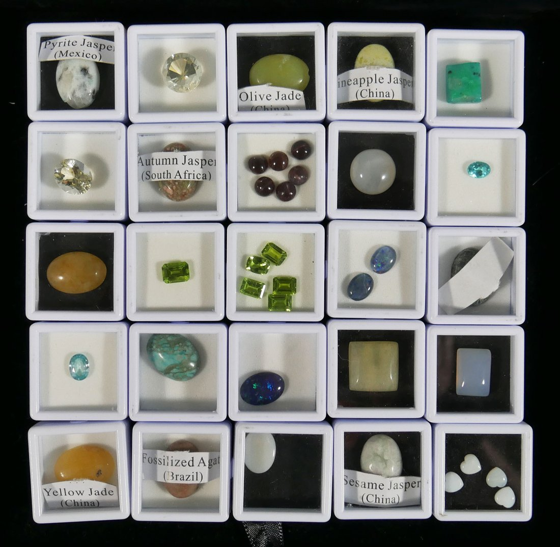 Tray Lot of Gemstones