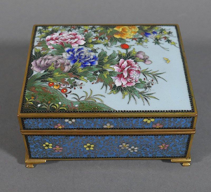 Vintage JAPANESE CLOISONNE Enamel Footed Box