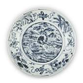 A LARGE 'SWATOW' BLUE AND WHITE PORCELAIN SHALLOW DISH