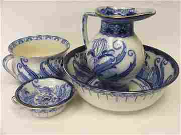 702: A Royal Doulton Blue and White Part Toilet Set Com