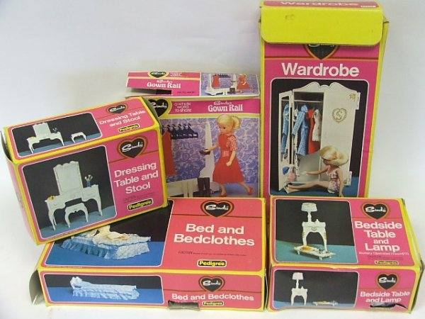 806: Sindy settee, armchair, hi-fi, dining table and ch