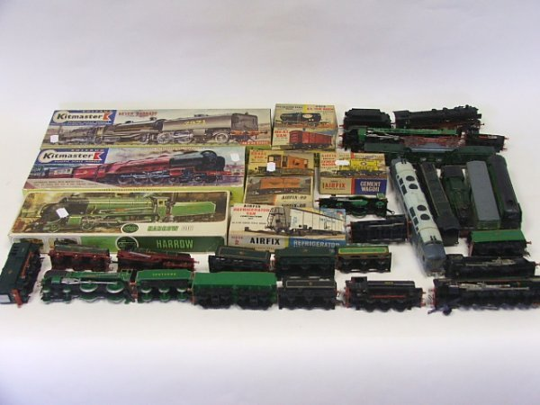818: A Collection of assembled Airfix Railway engines,