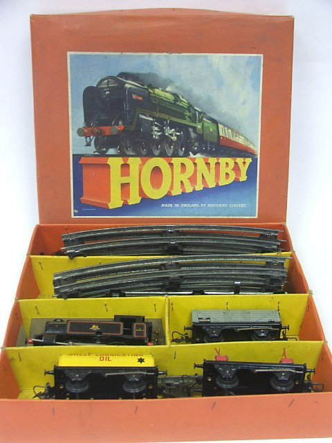 821: A Boxed Hornby O Gauge Clockwork Train Set with ty