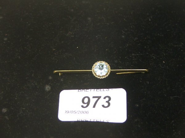 973: An 18ct Yellow Gold Antique Bar Brooch inset with