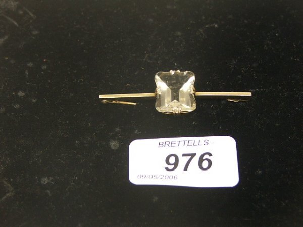 976: A 9ct Yellow Gold Bar Brooch inset with faceted cl