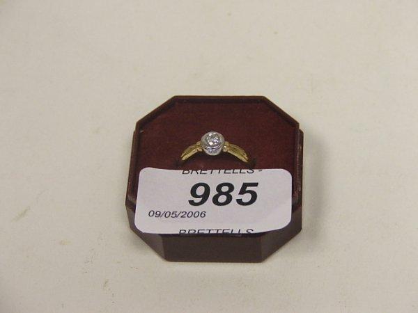 985: An 18ct Yellow Gold Diamond Ring, 0.15ct, 2.4g