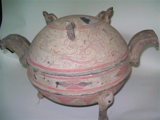 Chinese clay cooking Spring And Autumn Vessel