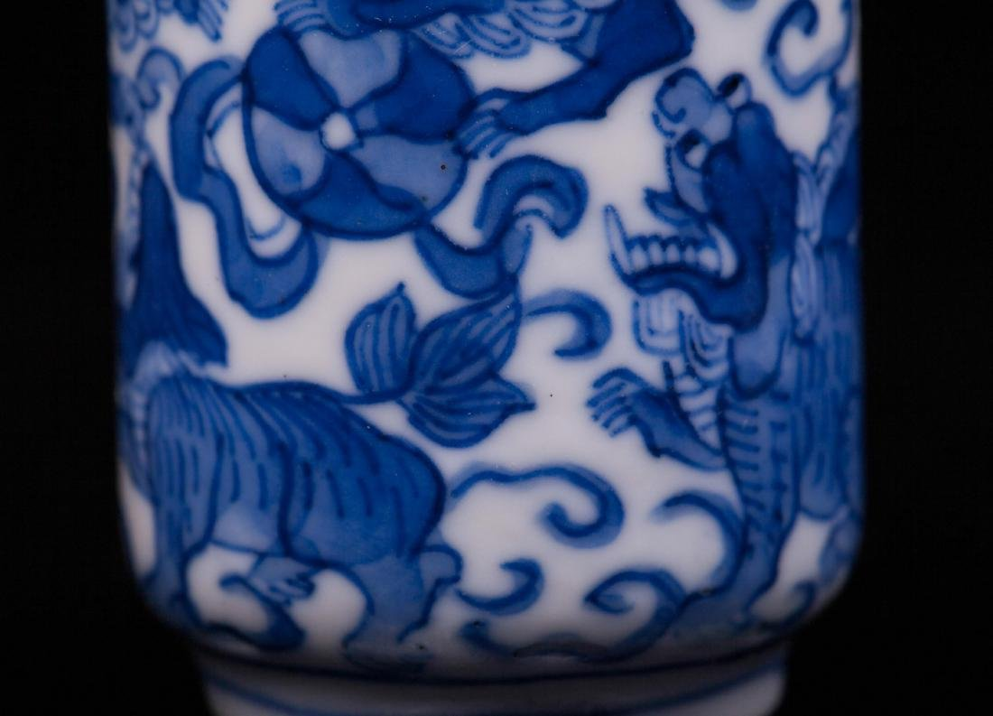 CHINESE QING DYNASTY BLUE AND WHITE SNUFF BOTTLE - 3