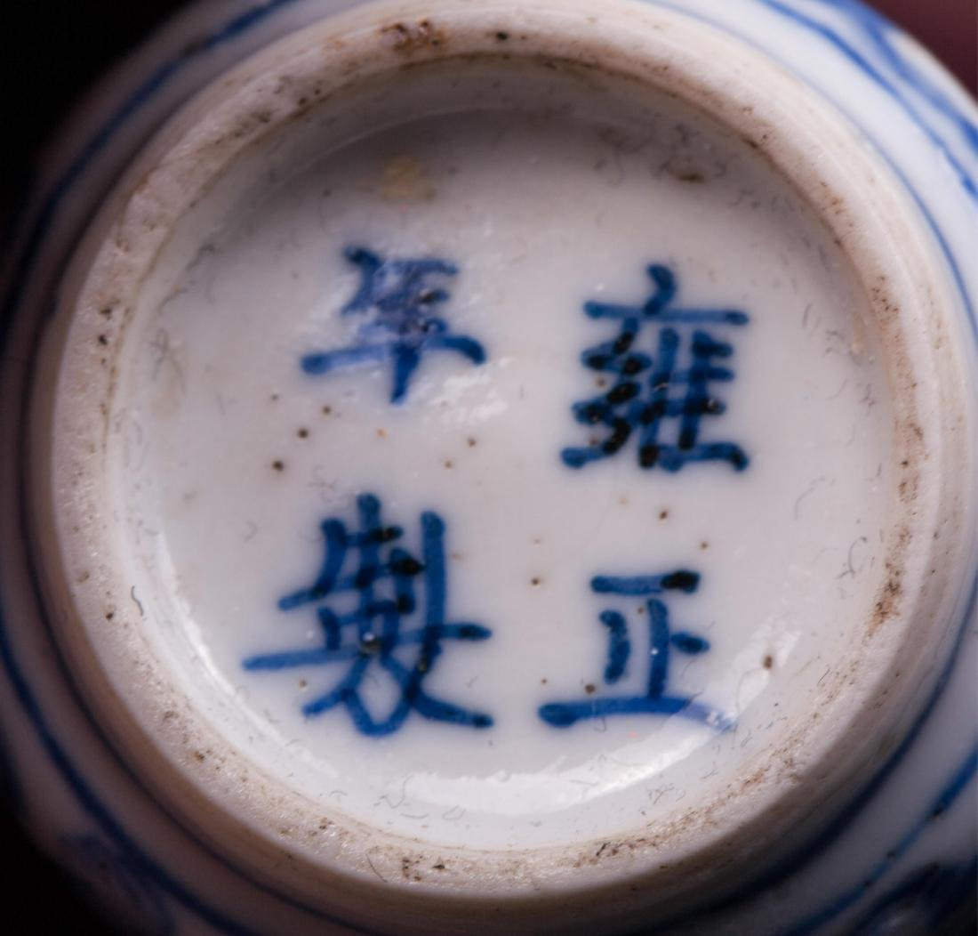 CHINESE QING DYNASTY BLUE AND WHITE SNUFF BOTTLE - 6