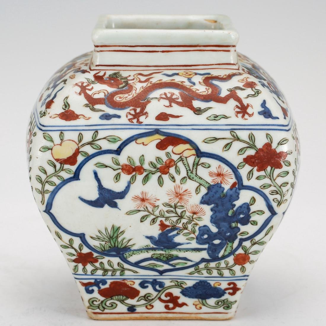 CHINESE MING DYNASTY WUCAI PORCELAIN JAR