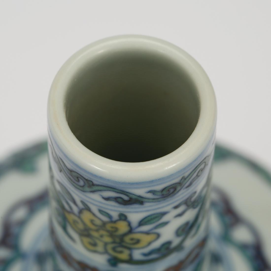 CHINESE DOUCAI PORCELAIN FOLIAGE VASE - 5