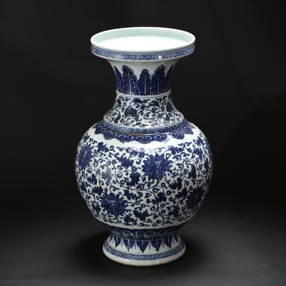 CHINESE BLUE AND WHITE FOLIAGE VASE - 2