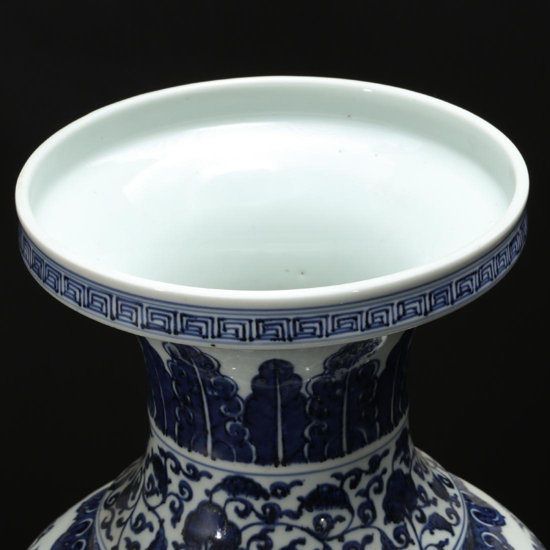 CHINESE BLUE AND WHITE FOLIAGE VASE - 3