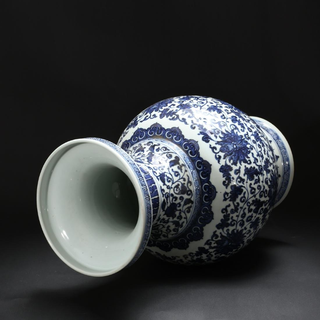 CHINESE BLUE AND WHITE FOLIAGE VASE - 5