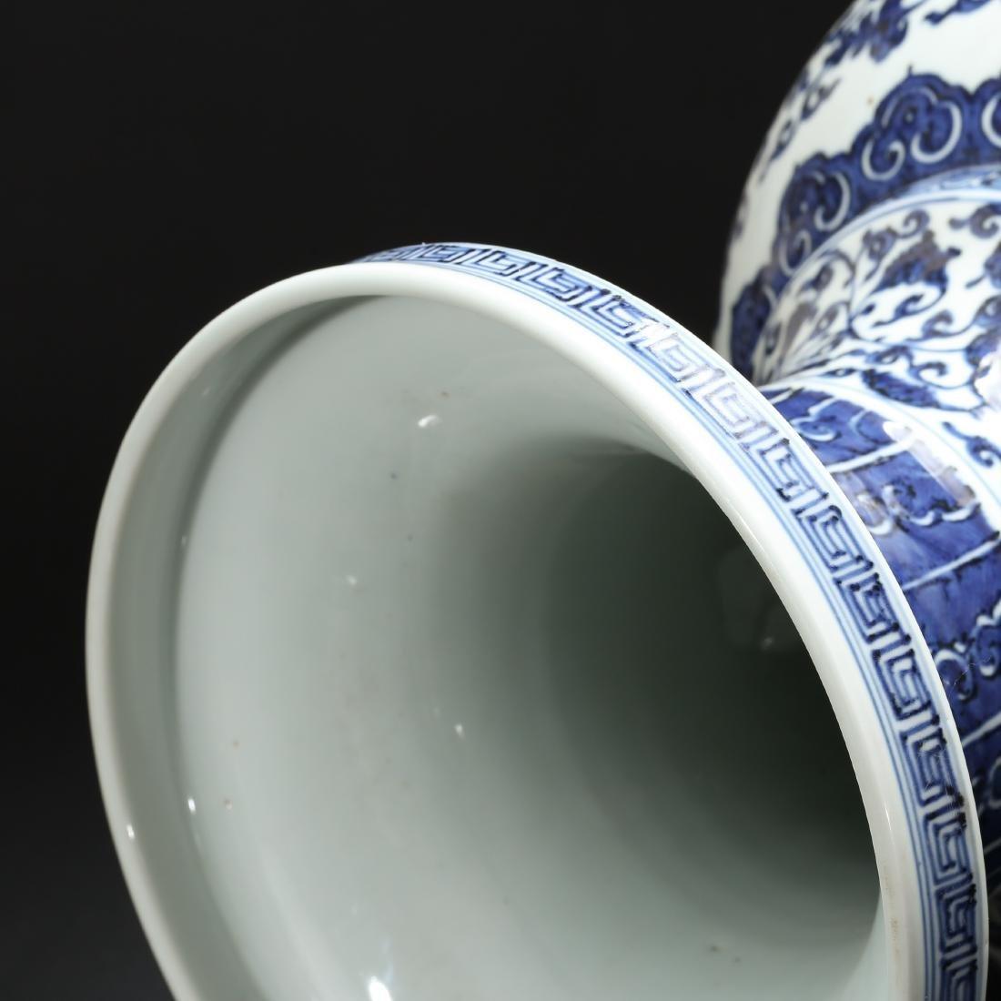 CHINESE BLUE AND WHITE FOLIAGE VASE - 6