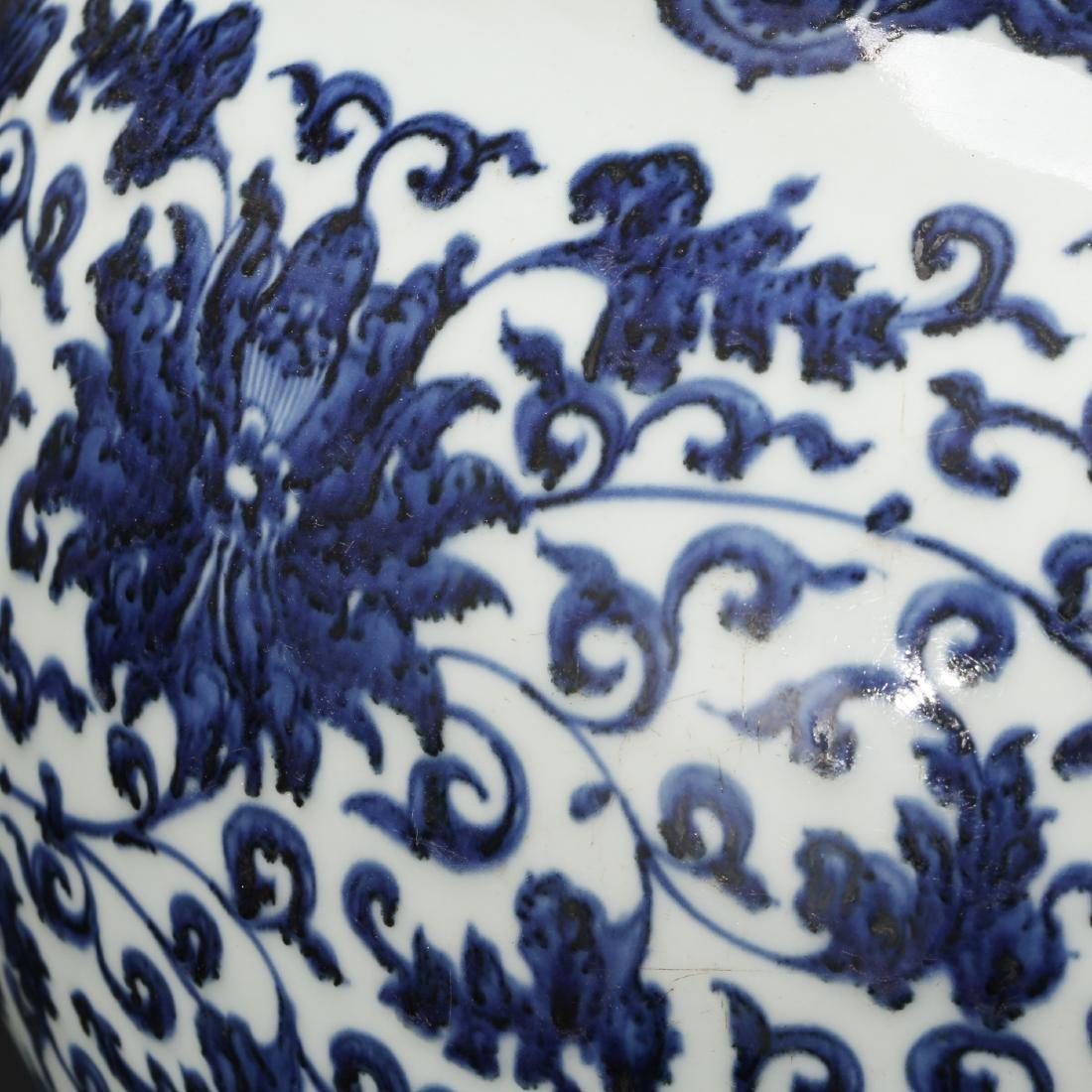 CHINESE BLUE AND WHITE FOLIAGE VASE - 7