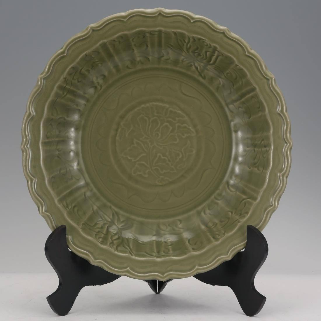 CHINESE CELADON LONGQUAN GLAZED CHARGER